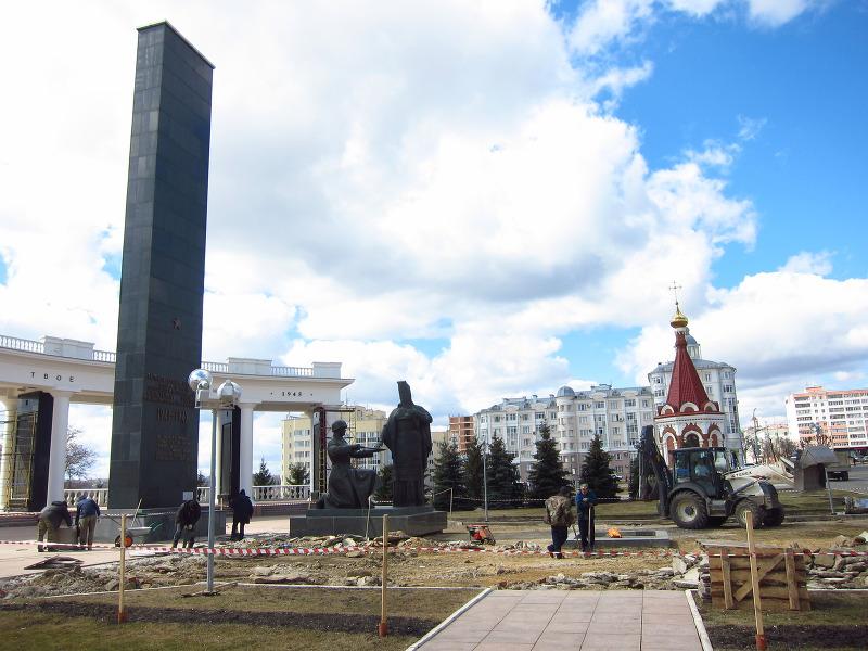 Мемориальный комплекс с крестом Гудермес Резные памятники Воробьевы горы